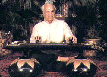 Pandit Shiv Dayal Batish playing the Vichitra Veena at our facility in Santa Cruz, Califronia. This image is copyright �2003 Batish Institute. Unauthorized copying or displaying on another site is strictly prohibited